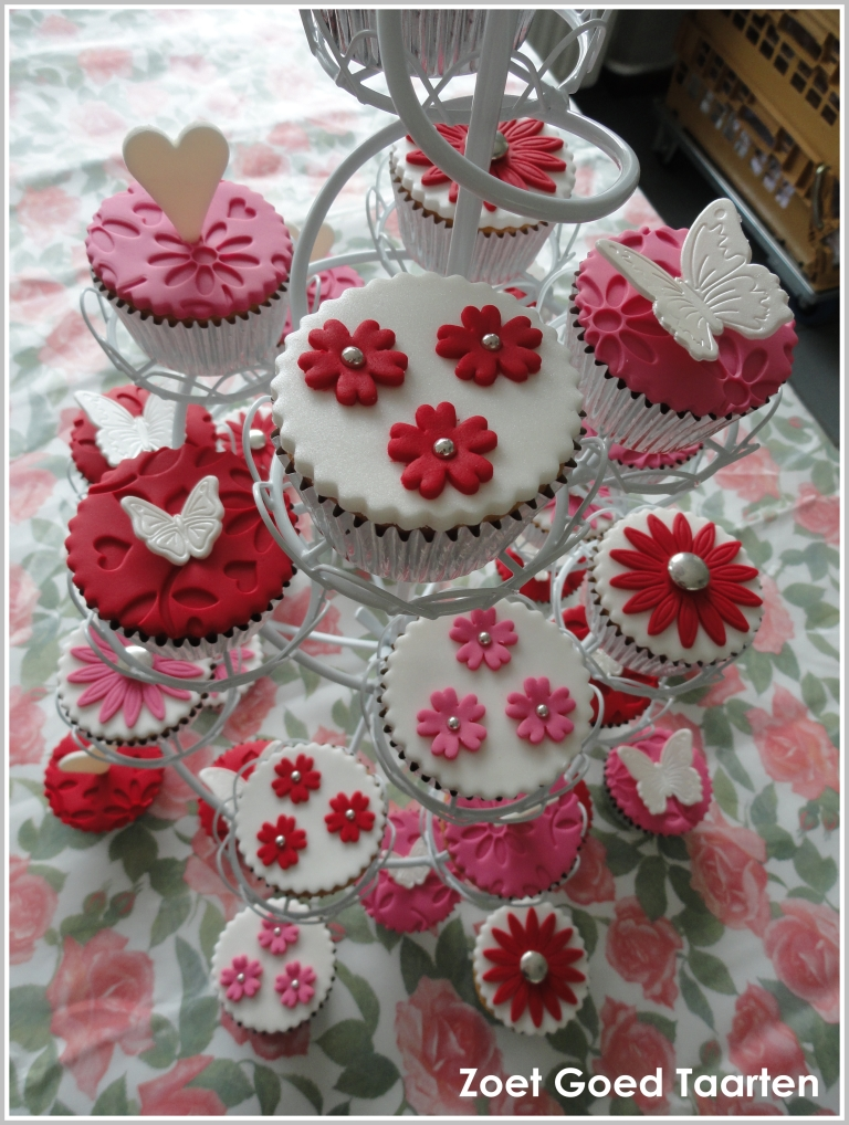 Roze / rode cupcakes